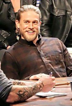O that smile Jax Sons Of Anarchy, Jackson Teller, Charlie Hunnam Soa, Tv, Jax Teller, Dream Guy, Attractive Men, Perfect Man, Man Crush