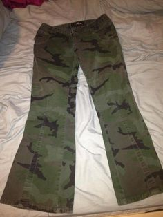 Chor Camo Pants Size 9 in MissEsas Garage Sale in Warrenville , IL for $5.