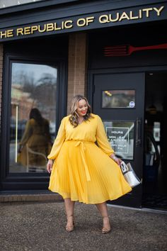 - A Closer Look Plus Size Fashion for Women Big Girl Fashion, Curvy Fashion, Look Fashion, Spring Fashion, Womens Fashion, French Fashion, Ladies Fashion, Outfits Plus Size, Curvy Outfits