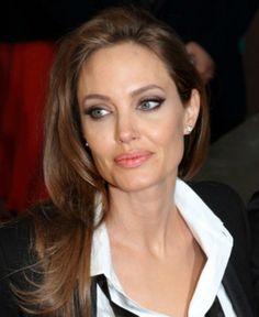 Dees Beautiful Life...: Make-up Monday    MUA Smokin Palette    Anglina Jolie BAFTAs inspired