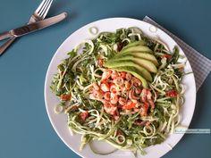 Heerlijke frisse lunch salade met garnaaltjes en rivierkreeftjes. Zo lekker met die huisgedroogde tomaatjes en knapperige rauwe courgette.