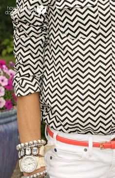 GREAT accessorizing tips! She covers hats, headbands, jewelry, belts, shoes, and how to make them work perfectly for each outfit! #fashion #tips #howdoesshe