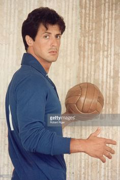 This is one of my favorite Sly pics yet! I found it when I searched Sylvester Stallone cute! Sylvester Stallone Young, Silvestre Stallone, Rocky Stallone, Rambo 3, Rocky Film, Beatles, Cinema, My Sun And Stars, Actrices Hollywood