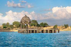 Le lac de Gadi Sagar (Gadisar) est situé à Jaisalmer, dans l'état du Rajasthan