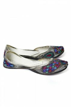 #Silver #Juttis With #Peacock #Pattern on http://www.indiainmybag.com/punjabi-juttis
