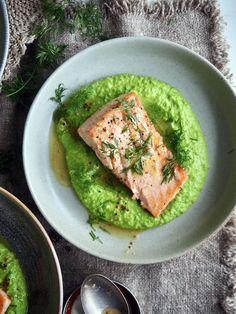 Enkel laksemiddag med ertepurée og wow-faktor My Recipes, Cooking Recipes, One Pot Wonders, Biryani, Fish And Seafood, Avocado Toast, Food And Drink, Dinner, Breakfast