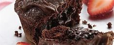 These delicious molten chocolate mug cakes are totally vegan and so easy to make 5 minutes! Easy Chocolate Fudge Cake, Chocolate Mug Cakes, Chocolate Recipes, Molten Chocolate, Chocolate Chips, Walnut Brownie Recipe, Brownie Recipes, Cake Recipes, Healthy Dessert Recipes
