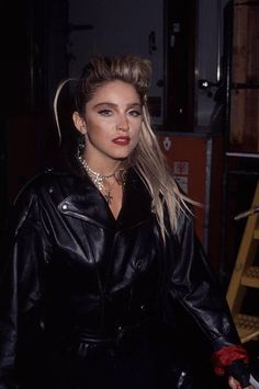 Madonna backstage at the American Music Awards, 1985 Madonna Music, Lady Madonna, Madonna 80s, American Music Awards, American Singers, Divas Pop, Best Female Artists, 80 Tv Shows, 80s Trends