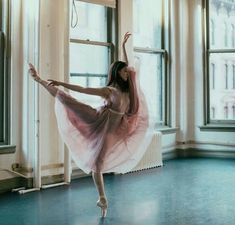 Ballerina Photography - Ballet Photoshoot in Gorgeous Dancing Studio - Pointe Shoes and Pink Skirts Ballerina Photography, Dance Photography Poses, Dance Poses, Movement Photography, Pink Photography, Ballet Pictures, Dance Pictures, Ballet Beautiful, Ballet Dancers