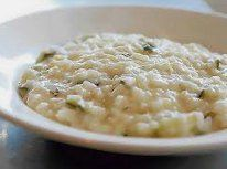 Ricetta facile e veloce: Risotto allo yogurt.Preparazione: 5′ Cottura: 20′ Esecuzione: facile Trita lo scalogno finemente e fallo rosolare in un ….