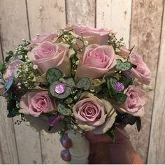 Lilla brudebukett Bouquets, Floral Wreath, Wreaths, Home Decor, Decoration Home, Bouquet, Door Wreaths, Room Decor, Bunch Of Flowers
