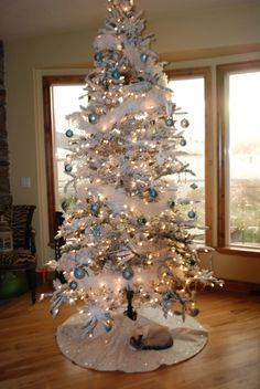 Interior, Modern White Christmas Decoration Living Room: White And Blue Christmas Tree Decor Modern Inspirations