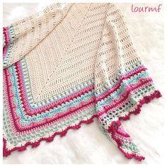 Creo que no será el último!! . Pattern  Sunday shawl by @thelittlebeenz by lourmf