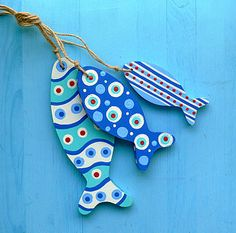 Blue Wavy Fishie Bunch Bunch of wooden fish [] - :. Fish Crafts, Beach Crafts, Diy And Crafts, Arts And Crafts, Deco Nature, Wood Fish, Ceramic Fish, Driftwood Crafts, Pallet Art