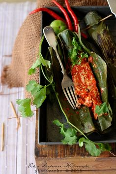 Guest Post : Spicy oyster mushroom in banana leaves / Pepes jamur tiram for eCurry