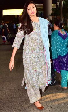 Suniel Shetty's daughter Athiya was also spotted at the Mumbai airport. The actress opted for a traditional avatar Pakistani Dress Design, Pakistani Dresses, Indian Dresses, Indian Outfits, Stylish Dress Designs, Stylish Dresses, Simple Indian Suits, Casual Indian Fashion, Kurta Designs Women