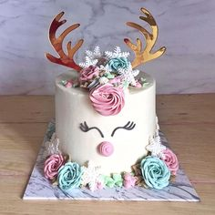 If there were ever a Reindeer named Sugarbites, she would probably look like this. Christmas Goodies, Christmas Desserts, Christmas Cakes, Christmas Ideas, Raindeer Cake, 5th Birthday, Birthday Cake, Deer Cakes, Reindeer Names