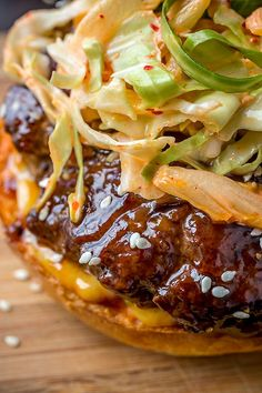 Juicy burger dipped in Korean-style BBQ sauce, then topped off with a spicy kimchi slaw, all on a buttery brioche-style bun—this is the Korean BBQ Burger! Korean BBQ Burger with Kimchi Slaw - Korean BBQ Burger with Kimchi Slaw Bbq Burger, Gourmet Burgers, Good Burger, Fancy Burgers, Burger Sides, Burger Food, Pork Burgers, Asian Recipes, Beef Recipes