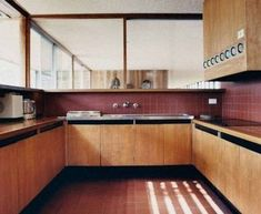 45 Modern Mid Century Kitchen Design Ideas For Inspiration. These days kitchen décor comes in all colors, sizes and eras. The newest trend in kitchens today is the retro kitchen design look. Timber Kitchen, Kitchen Flooring, Kitchen Tile, Kitchen Cupboard, Kitchen Cabinetry, Kitchen Dining, Kitchen Decor, Dining Room, Interior Design Kitchen