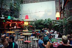Budapest Jewish Quarter - in a ruin pub (and open-air cine… Food Court Design, Outdoor Restaurant, Open Air Restaurant, Brewery Restaurant, Food Park, Outdoor Cinema, Pop Up Bar, Garden Cafe, Cafe Bar
