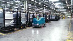 Carlos Adrián y Fregadora Tennant T17ecH20. Limpieza sostenible (ahorro de agua y menos emisiones CO2) en fábrica de automoción.