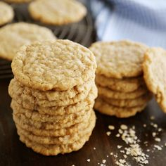 Old Fashioned Soft and Chewy Oatmeal Cookies - Buttery soft, old-fashioned vanilla oatmeal cookies that melt in your mouth! These are truly the very best oatmeal cookies I have found; can also add softened raisins. Just Desserts, Delicious Desserts, Dessert Recipes, Yummy Food, Dessert Food, No Bake Cookies, Cookies Et Biscuits, Cream Cookies, Oatmeal Cookie Recipes