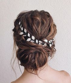 Collection of wedding and bridal hairstyle ideas, trends & inspiration - Wedding hair inspiration ideas Romantic Wedding Hair, Chic Wedding, Wedding Gowns, Long Curly Hair, Curly Hair Styles, Wedding Hair Inspiration, Wedding Ideas, Boho Wedding Decorations, Bride Hairstyles