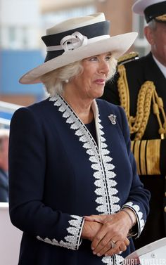 Prince of Wales Feathers for the Duchess of Rothesay Scottish Fashion, Royal Fashion, Chapo, Camilla Duchess Of Cornwall, New Aircraft, Elisabeth Ii, Royal Style, Prince Of Wales, Prince Charles