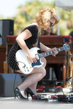 samantha fish yes this gal is the full package beautiful and so talented playeahs club. Black Bedroom Furniture Sets. Home Design Ideas