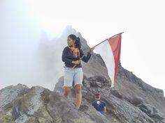 puncak merapi dengan penuh perjuangan. yeah!
