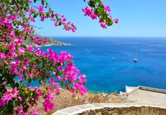 A Complete Travel Guide to Ios, Greece - Urban Wanders Beautiful Islands, Beautiful Beaches, Greece Pictures, Tourist Information, Greece Travel, Greek Islands, Night Life, Places To See, Wander