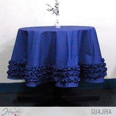 Mantel+Guajira Nuestros+manteles+también+pueden+presentar+una+fina+costura+para+dar+un+diseño+más+sobrio+y+elegante. ... Tablecloths, Lace Shorts, Women, Elegant Table, Mirrors, Dining Room, Centerpieces, Events, Blue Nails