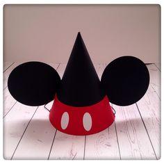 Um inicio de ano recheado de Mickeys!!! É tão bom comecar assim o ano com alegria e a criar sorrisos ! Esta fofurinha faz as delícias de qualquer festa Mickey nos nossos filhotes!!!   #mickey #mickeymouse #party #mickeymousehat #boy #girl #mickeyparty
