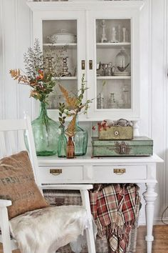This Autumn Shabby Space is Filled with DIY Fall Decor Ideas! See thefrenchinspiredroom.com