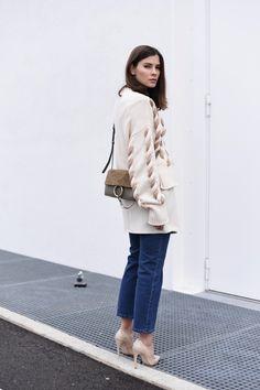 WWW.FASHIIONCARPET.COM  fashiioncarpet-nina-schwichtenberg-fashionblogger-germanfashionblogger-kick-flare-jeans-cropped-denim-chloé-faye-small-khaki-green-sportmax-knit-layering-trend