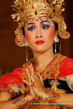 Legong Dance & Ramayana - Ubud Palace, Bali, Indonesia (tribal fusion makeup inspiration)