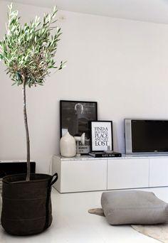 strakke tv kast in wit