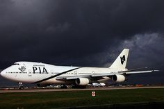AP-BAK Pakistan International Airlines Boeing 747-200