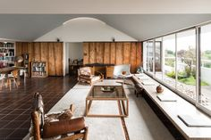 Modernist Architect Berthold Lubetkin's Former London Penthouse is located in Highpoint II x Interior Architecture, Interior Design, Contemporary Architecture, House Photography, Living Room Modern, Living Rooms, House Prices, Modern House Design, Office Interiors