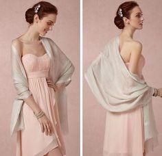 a stola è sicuramente un accessorio immancabile nell'armadio di ogni donna Cold Shoulder Dress, Chicano, Dresses, Fashion, Elegant, Vestidos, Moda, Fashion Styles, Dress