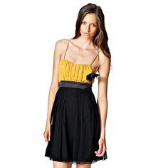 Váy Sister Point chất liệu chiffon. 2 dây nhỏ, phần thân dúm với hoa trang trí