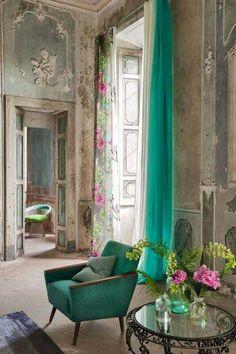Rideau Saraille – Designers Guild - Marie Claire Maison - Amazing Homes Interior Living Room Decor, Living Spaces, Bedroom Decor, Rideaux Design, Designers Guild, Green Rooms, Deco Design, Beautiful Space, Beautiful Paris