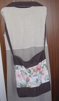 Umhängetasche mit einem Riemen - quer zu tragen. Mit Reißverschluß-Innentäschchen