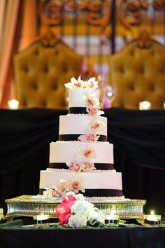 Black & White Flower #Wedding Cake | Contemporary Bride Magazine