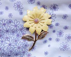 1960s / Purple flower enamel brooch / vintage jewelry 60s Vintage Brooches, Vintage Jewelry, Unique Jewelry, Purple Flowers, 1960s, Jewerly, Enamel, Trending Outfits, Handmade Gifts