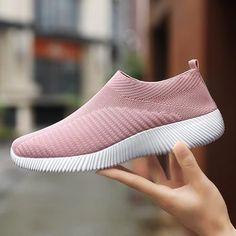 growhairbrasil Moda Sneakers, Sneakers Mode, Loafer Sneakers, Loafers Outfit, Platform Sneakers, Adidas Sneakers, Tenis Casual, Casual Sneakers, White Sneakers