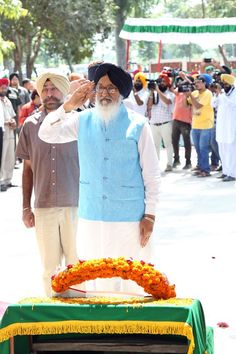 Paying tribute to the soldiers who died in 1965 war #SAD #shiromaniakalidal #parkashsinghbadal #1965war