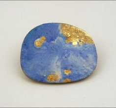 "Susanna Baldacci ""geo 1"" spilla, argento ossidato, oro, resina, pigmenti, acciaio"