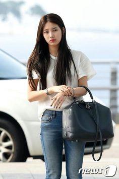 Suzy Bae airport fashion. -Lily. #asianstyle #korean #streetstyle