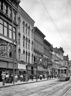 Toledo, Ohio, circa 1909. Summit Street.